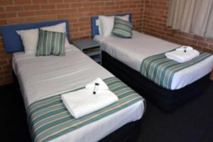 The Oaks Hotel Motel  - Accommodation 4U