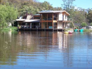 Lakeside Lodge - Accommodation 4U
